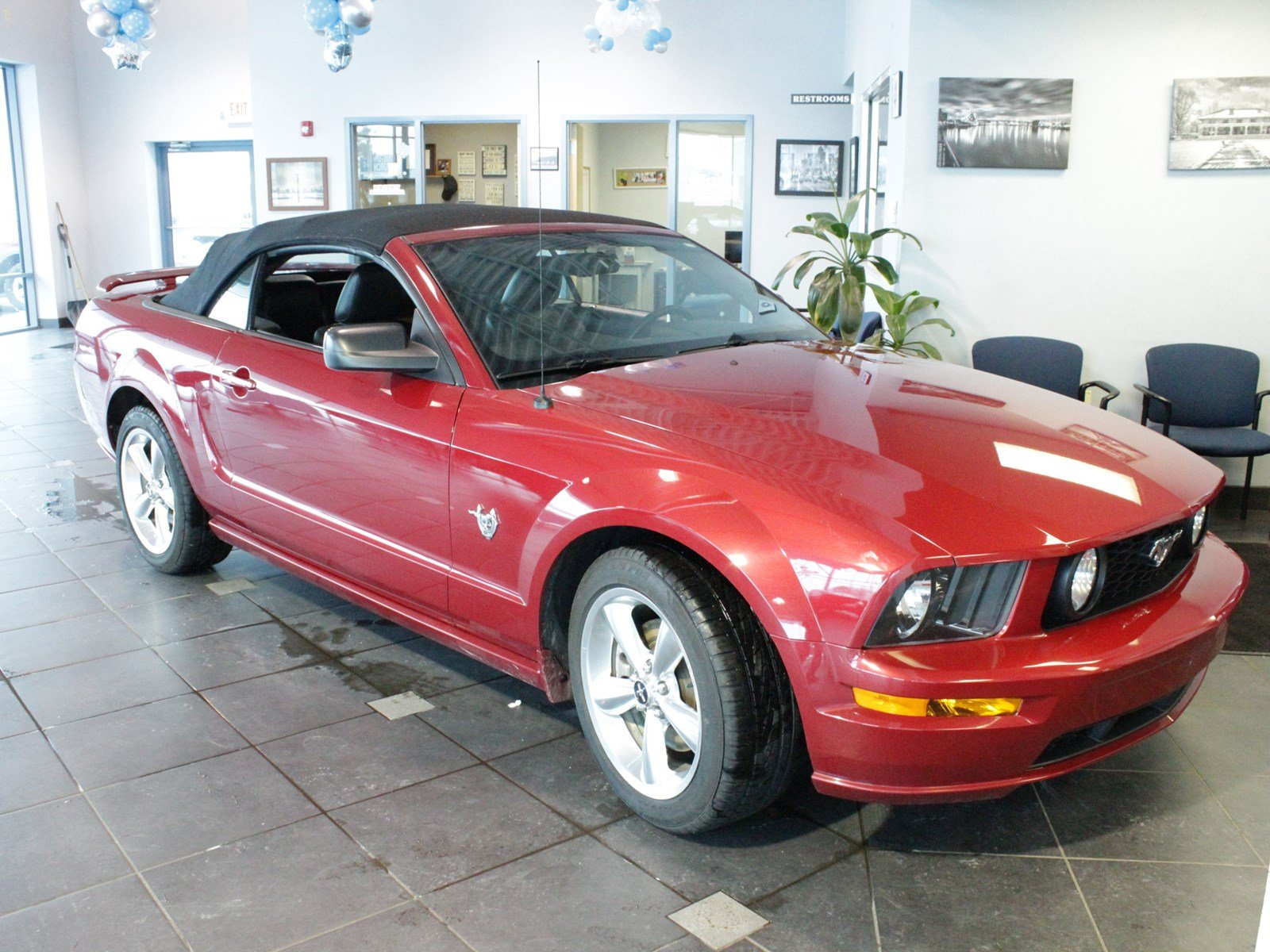 Pre owned 2009 ford mustang gt rwd convertible